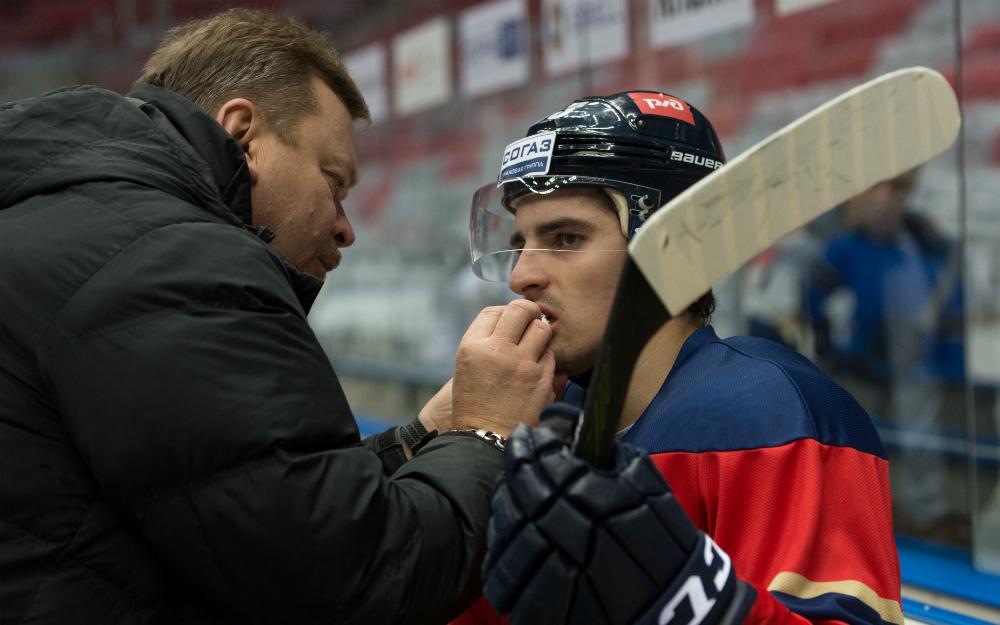 Травма лед хоккей